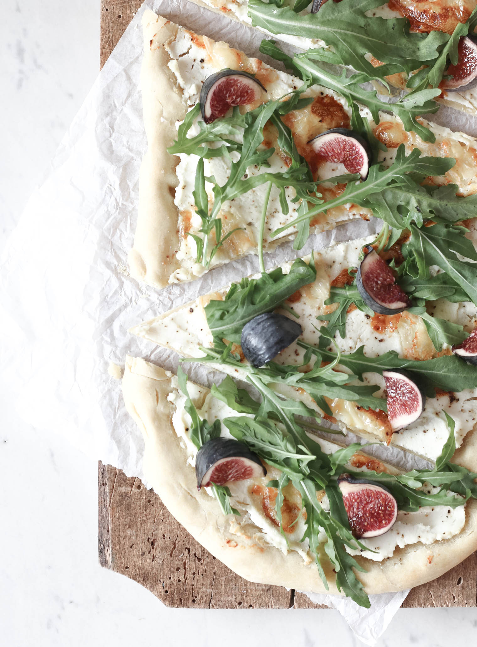 Flammkuchen mit Feige, Ricotta & Parmaschinken {flowers on my plate}