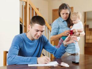 Unterhaltsrechner: Eine Familie redet über den Unterhalt