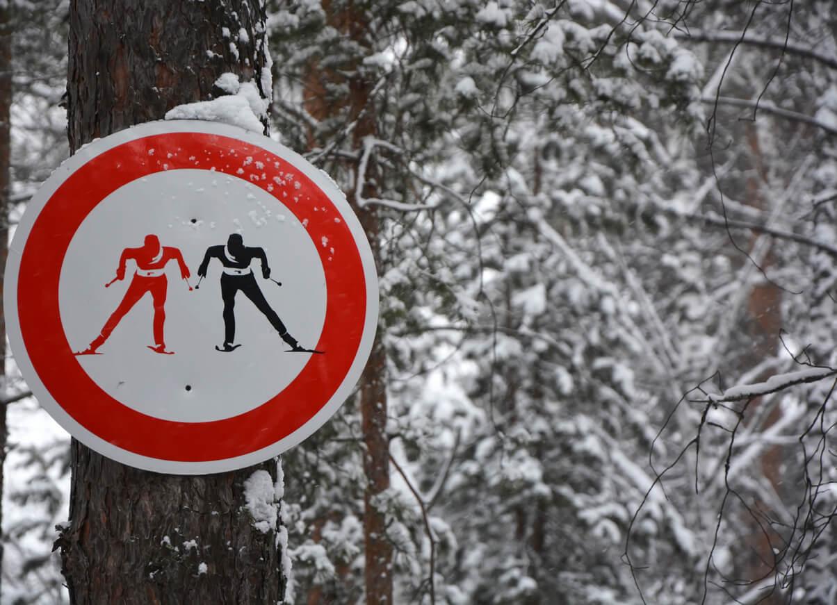 FIS-Regeln-Vorfahrtsschild-Skifahren