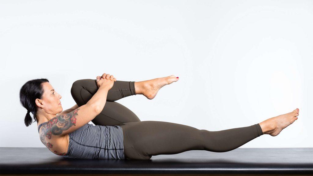 gesunder-ruecken-uebung-One-Leg-Stretch