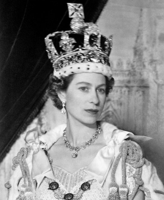 Congratulations to her majestry queen elizabeth ii her coronation took place 62 years ago today