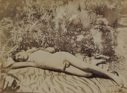 Gloeden Wilhelm von, Schlafender Knabe auf Sizilien