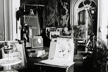 Quinn Edward, 2 photographs:  Picasso bei der Arbeit  in der Kapelle in Vallauris 1953;  Picasso in der Villa La Californie bei Cannes