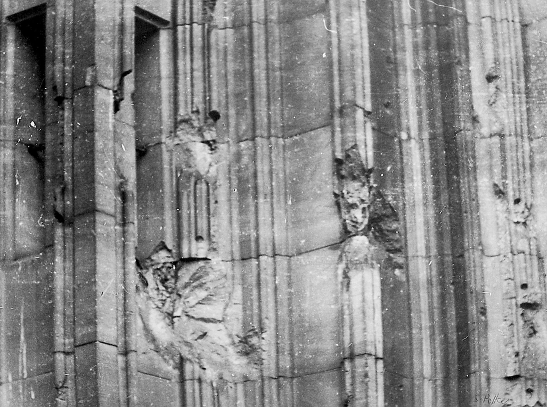 Polke Sigmar, Kölner Dom. Skulptur eines unbekannten Meisters (vermutlich englischer Bomber-Pilot, 1944)