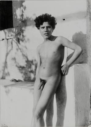 Gloeden Wilhelm von, (zugeschrieben). 3 Fotografien: Zwei sizilianische Jünglinge; Jüngling (2)