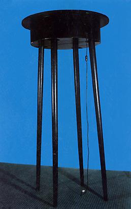 Horn Rebecca, Der zitternde Tisch, 1975