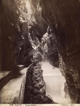 Fotografie 19./20.Jh., 11 Fotoansichten Berglandschaften: A. Steiner, St. Moritz; R. Guler, St. Moritz; Schroeder & Cie. (4), Zürich; Photoglob, Zürich (3); G. Sommer, Napoli; Chr. Meisser, Zürich