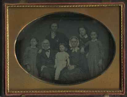 Daguerreotypie, Anonymous Canadian artist. Portrait of a  Seven-Member Family,  probably from  St. Johnsbury, Vermont