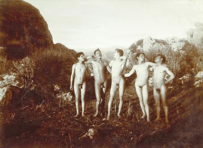 Gloeden Wilhelm von, Fünf sizilianische Knaben in der Natur