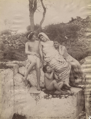 Gloeden Wilhelm von, Vier sizilianische Knaben in der Natur