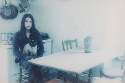 Strba Annelies, Linda mit Ashi in der Küche