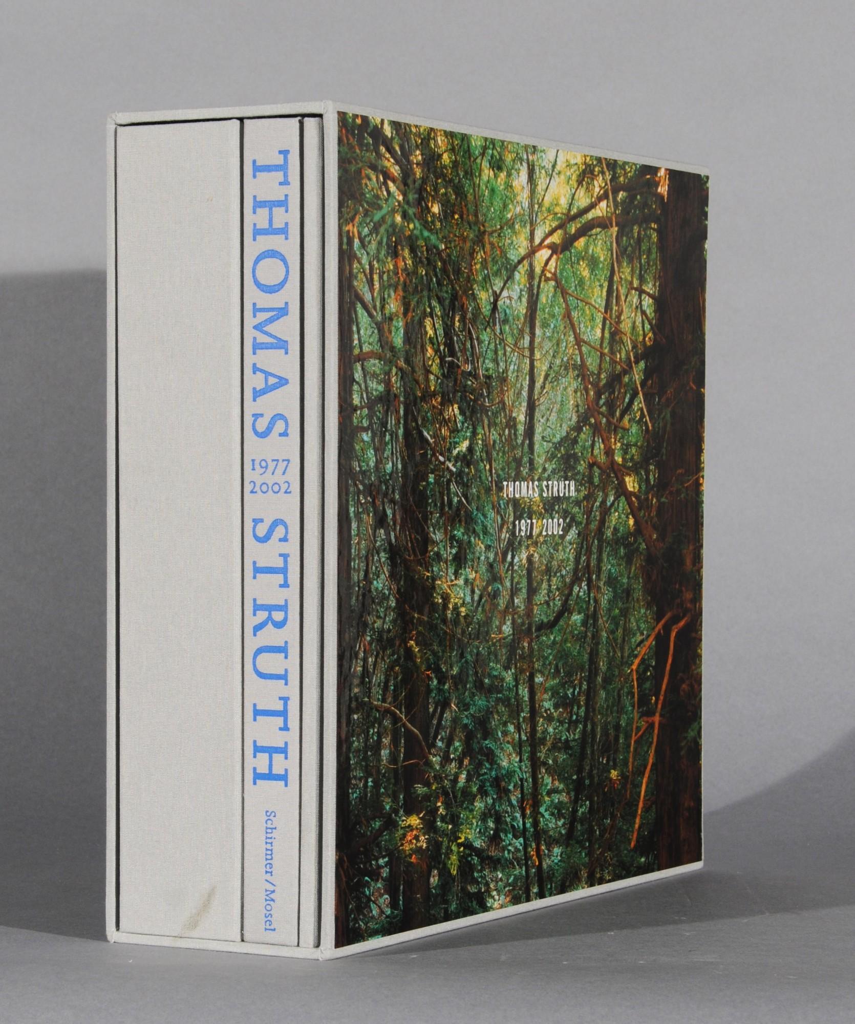 Struth Thomas, Exhibition Book. Retrospektive Thomas Struth 1977-2002. Touring exhibition: Dallas Museum of Art, 2002; The Museum of Contemporary Art, Los Angeles, 2003; The Metropolitan Museum of Art, New York, 2003; Museum of Contemporary Art, Chicago, 2003
