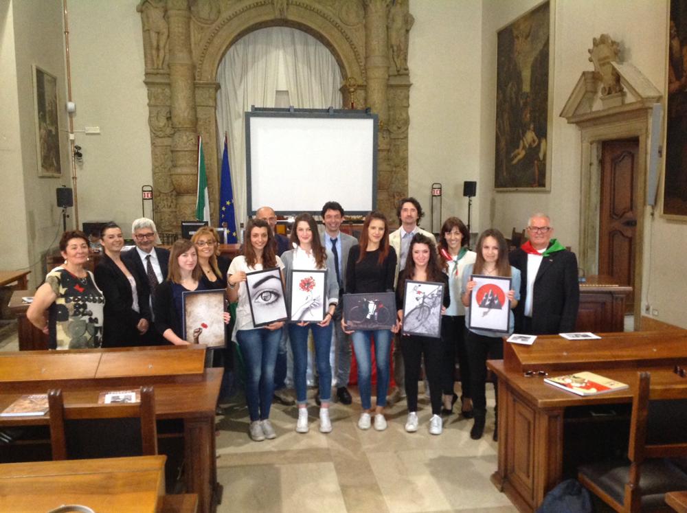 Con le studentesse dell'Enaudi premiate da Mattarella per le foto sulla Resistenza: siate uomini e donne coraggiosi che costruiscono comunità