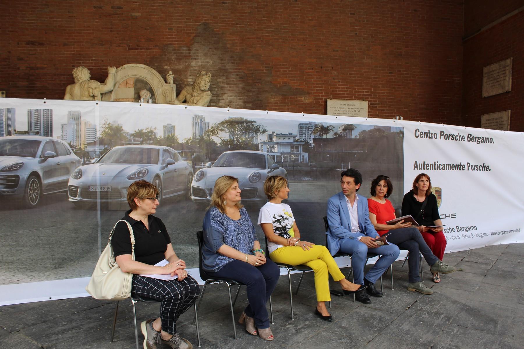 Via al restauro dei Due Ercoli sotto la Loggia dei Militi col Gruppo Bonaldi di Bergamo