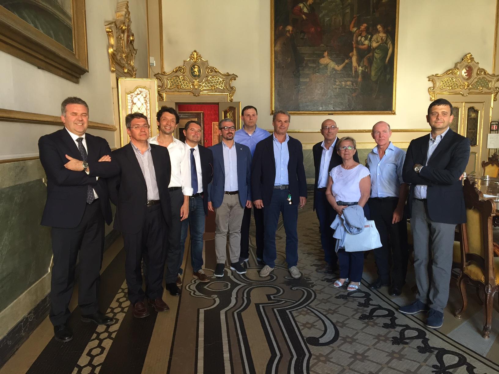 Latte, con i sindaci e i presidenti della Lombardia orientale accanto alle imprese