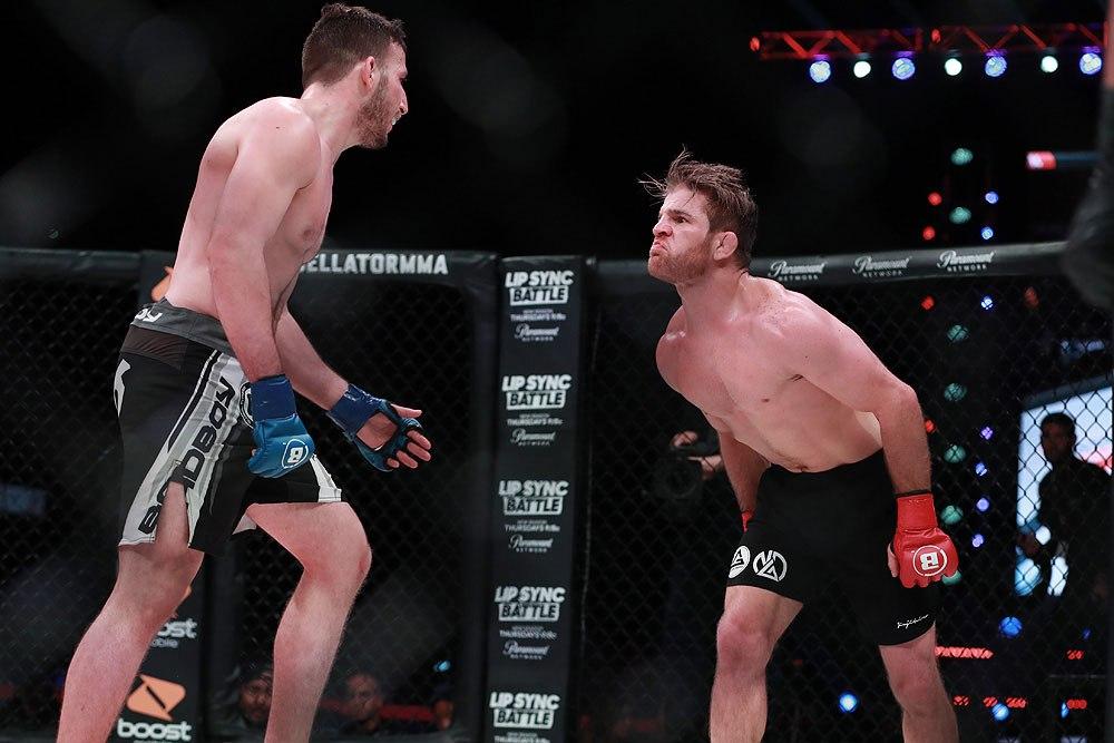 Il debutto di AJ Agazarm nelle MMA. 1