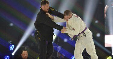 L'EX CAMPIONE UFC STIPE MIOCIC HA LOTTATO AD UN EVENTO DI BJJ 7