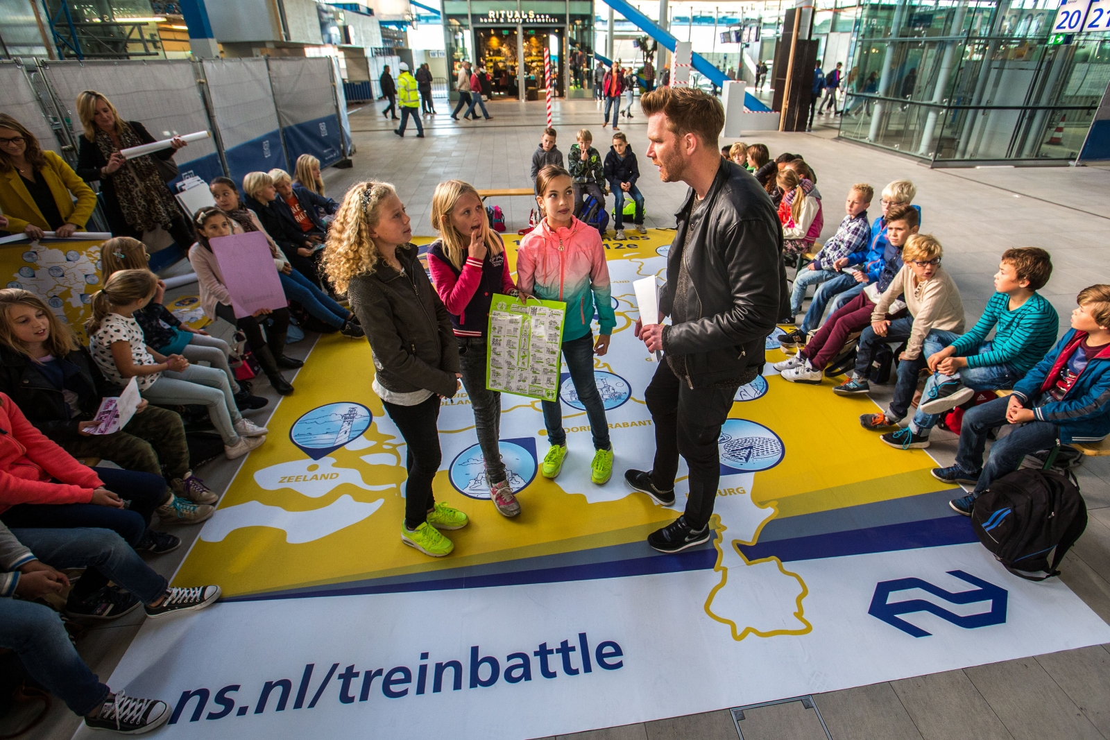 Kinderen motiveren de twaalf provincies van Nederland te bezoeken