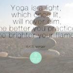 5 Tibetanen Yoga, in 5 stappen fit, gezond en energiek!