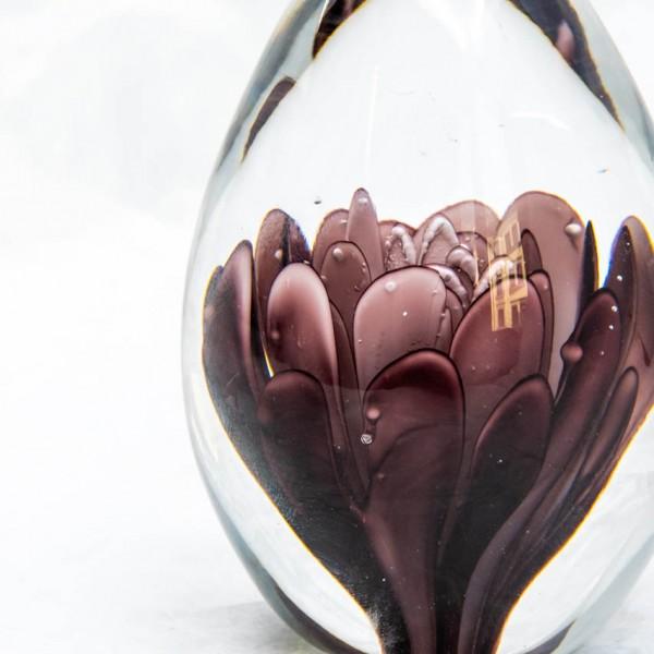 Briefbeschwerer - Blüten Motiv, Glas, lila/weiß