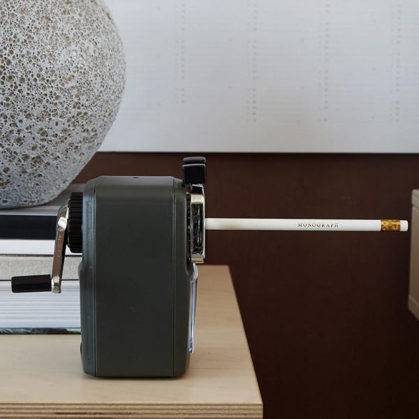 Bleistiftspitzer - mit Kurbel, dunkelgrün