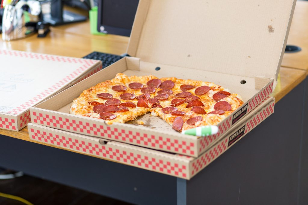 Offene Pizzaschachtel