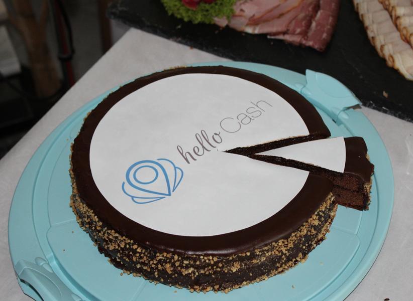 Torte mit helloCash Logo