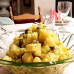 Kartoffelsalat-mit-sauren-Gurken