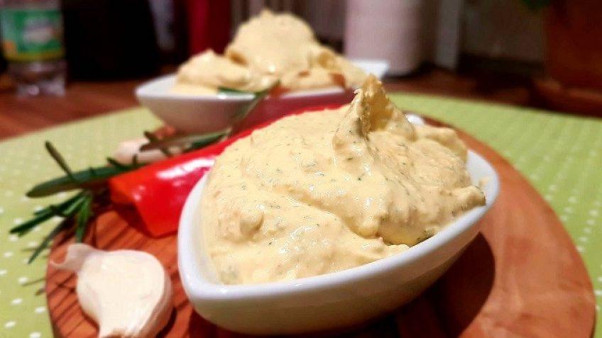 Fetacreme-mit-Frischkäse-und-Paprika-und-Knoblauch