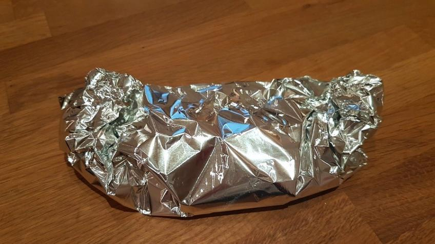 Schmorzwiebeln-in-Alufolie-gewickelt-im-Ofen-warmhalten