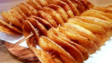 selbstgemachte-Spiralchips-frittiert-und-gesalzen