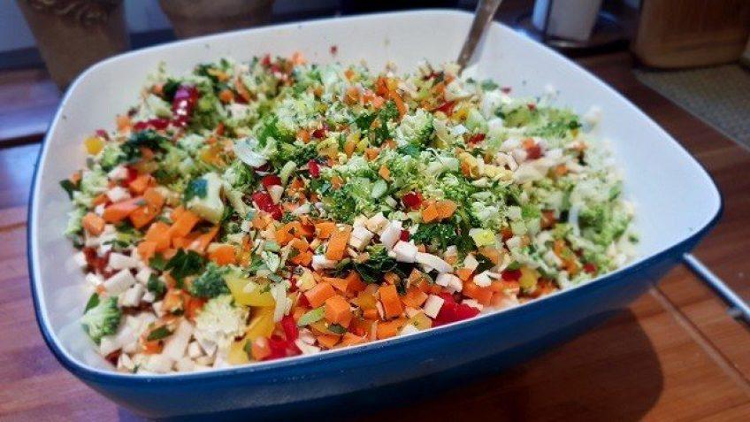 Gemüse-für-Brühe-klein-geschnitten