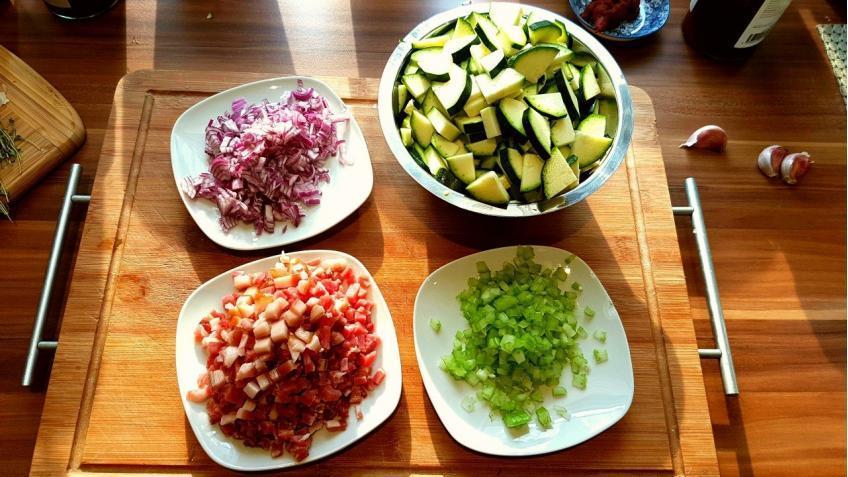 Gemüse-und-Bacon-kleinscheiden