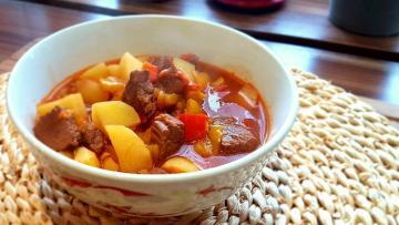 Einfach-und-lecker-Ungarische-Gulaschsuppe-Rezept