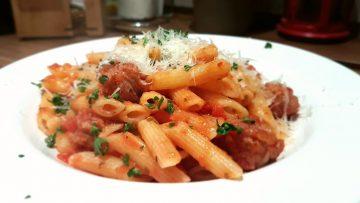 Penne-Salsiccia-mit-Tomatensoße