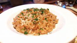 Pilz-Risotto-mit-frischen-Champignons-