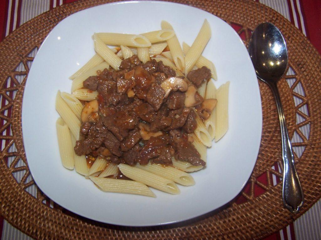 Rindfleischragout mit Penne Rigate