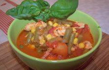 Bunte Bohnensuppe mit Hähnchenfleisch