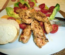 Bunter Salat mit Hähnchenfilet