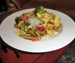 Asiatische Gemüsepfanne mit Hühnerfleisch