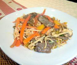 Rindfleisch mit Bohnensprossen