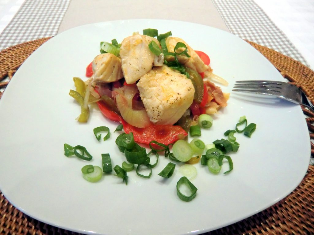 Rotbarschfilet auf Paprikagemüse