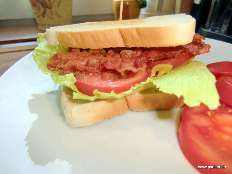 Sandwich mit Bacon und Tomaten