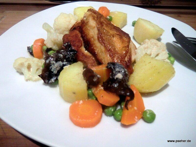 Hühnerbrust auf Kartoffeln und Leipziger Allerlei