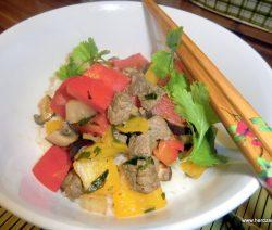 Gemüsepfanne mit Rindfleisch aus dem Wok