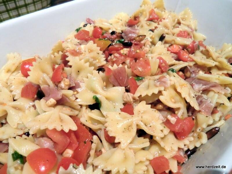 Farfalle mit frischen Tomaten