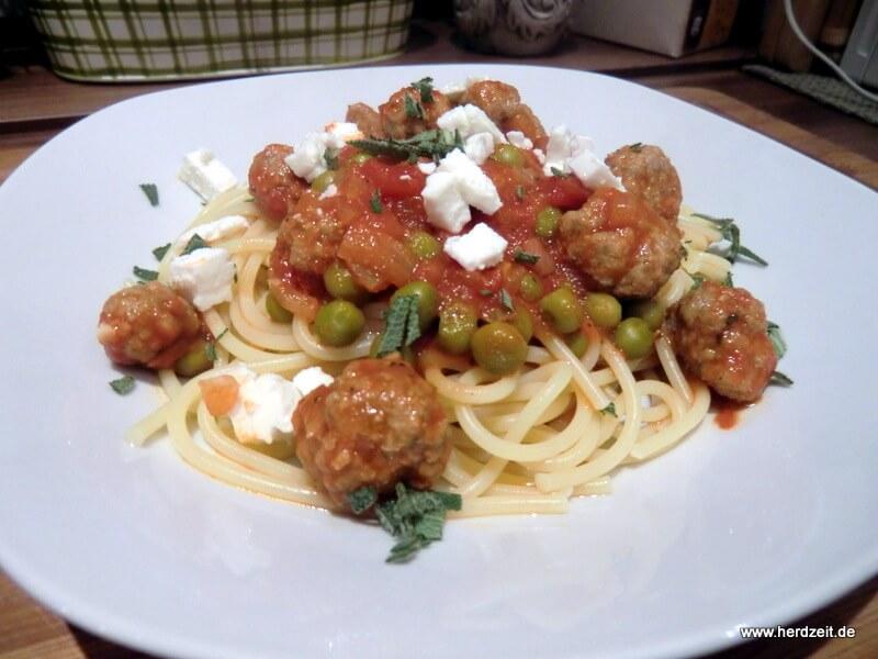 Spaghetti mit Klößchensauce