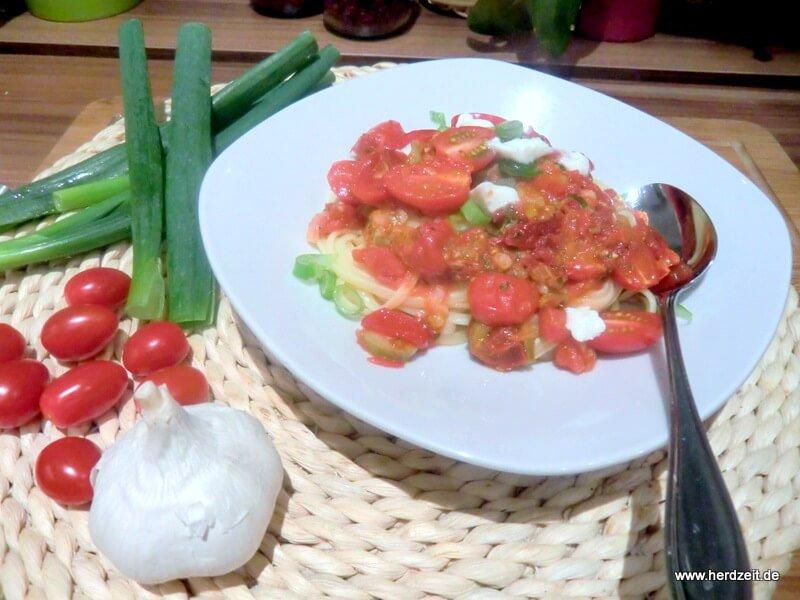 Linguine mit Kirschtomaten und Büffelmozzarella