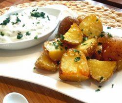 Sesamkartoffeln mit Kräuterquark