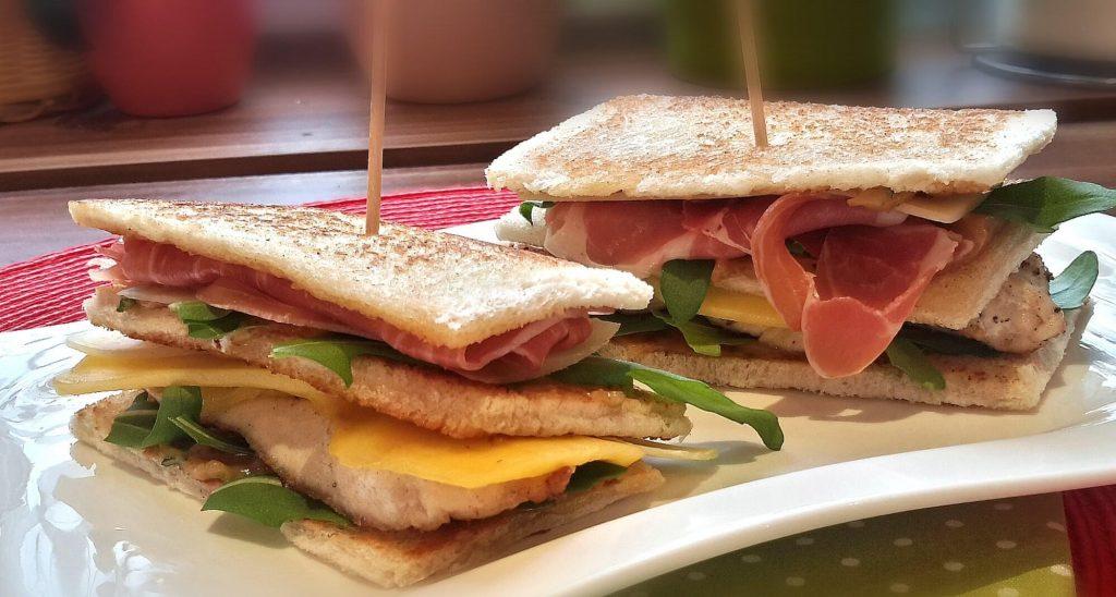 Clubsandwich mit Seranoschinken